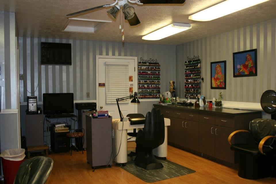 Kelly's Hair & Nail Salon: 1507 S Fairlawn Ave, Evansville, IN