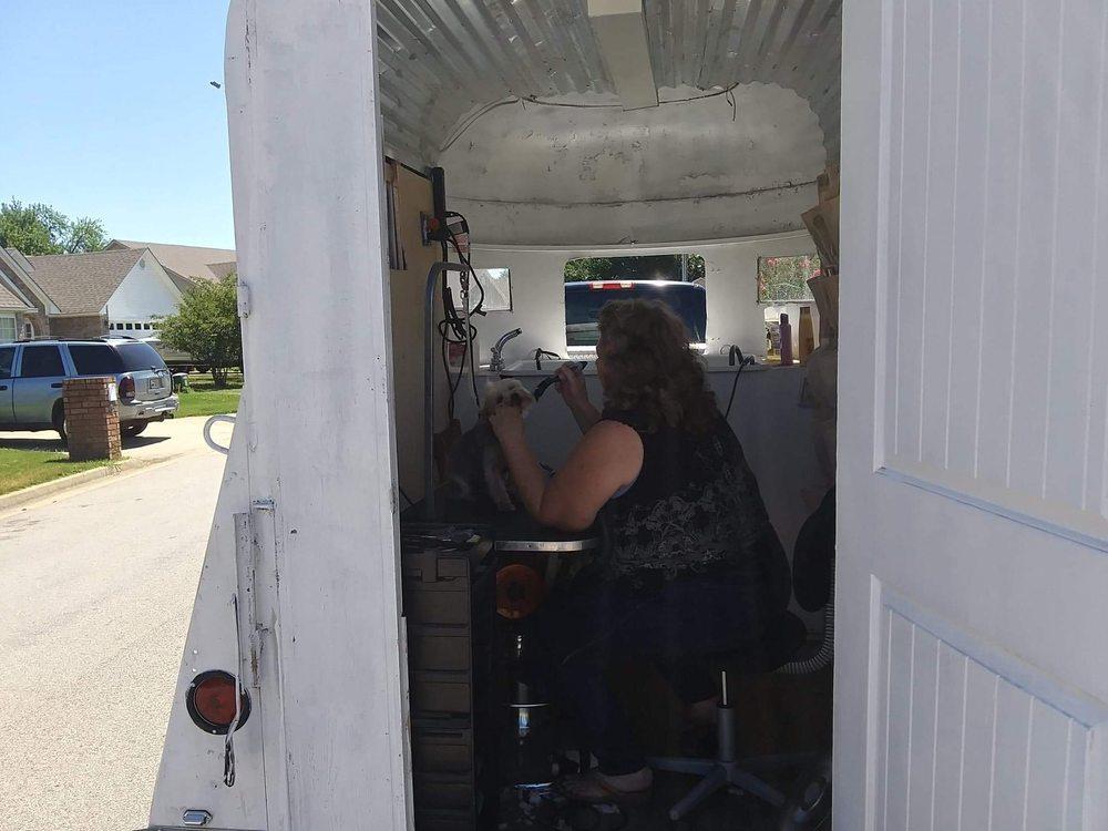 Shela's Mobile Dog Grooming: 21550 w Maple ave, Howe, OK