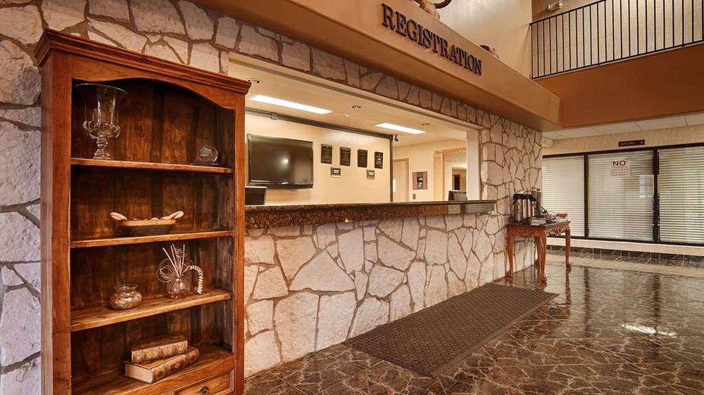 SureStay Plus Hotel by Best Western Beeville: 2001 Highway 59E, Beeville, TX