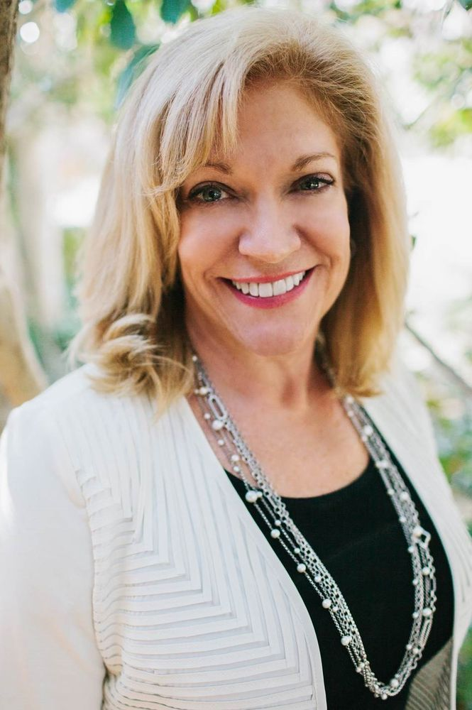 Susan Hollar, DDS, FAACD: 2411 Westwood Dr, Arlington, TX