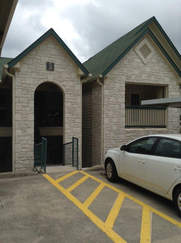 River Hills Apartments: 1350 Bandera Hwy, Kerrville, TX