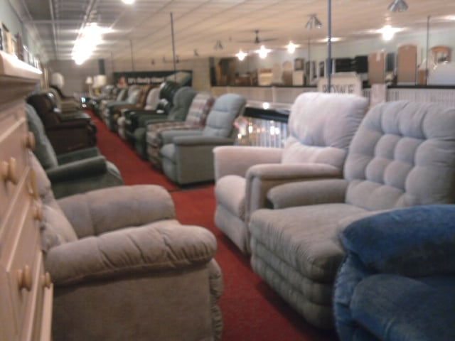 Recliners And Lift Chairs Lined Up And Waiting For You Delivery Is Always Free And Full Service