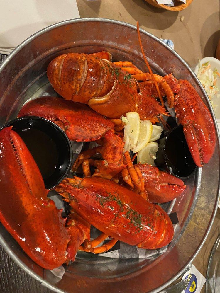 Lulu's Lobster Inne: 91 Howells Rd, Brightwaters, NY