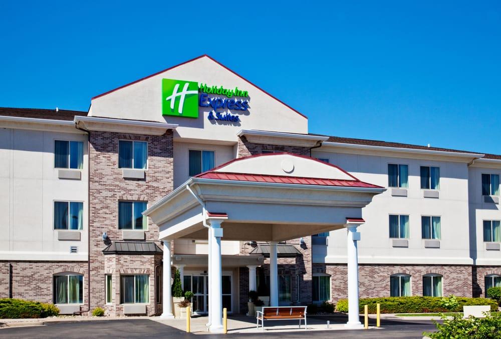 Holiday Inn Express & Suites Clinton: 2800 S 25th St, Clinton, IA