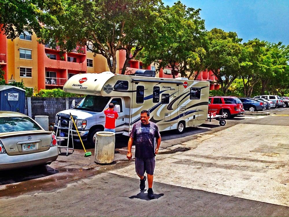 Kendall Campus Car Wash: 10998 SW 104th St, Miami, FL