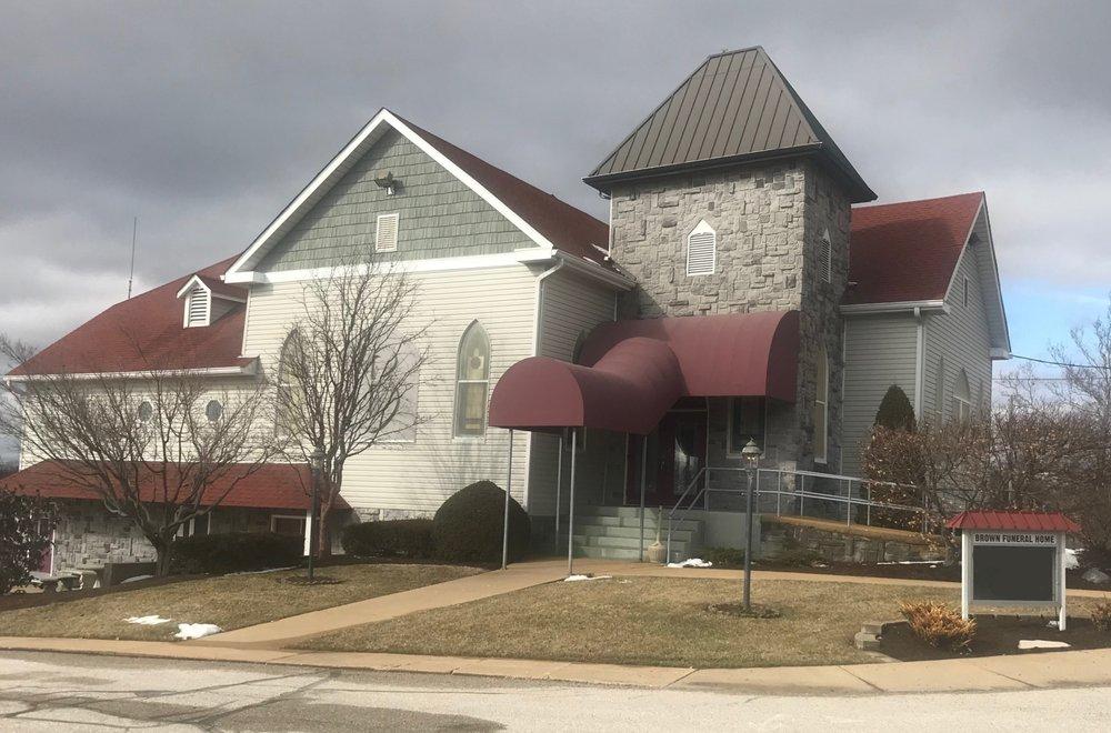 Robert D. Brown Funeral Home: 103 4th St, Hillsboro, MO