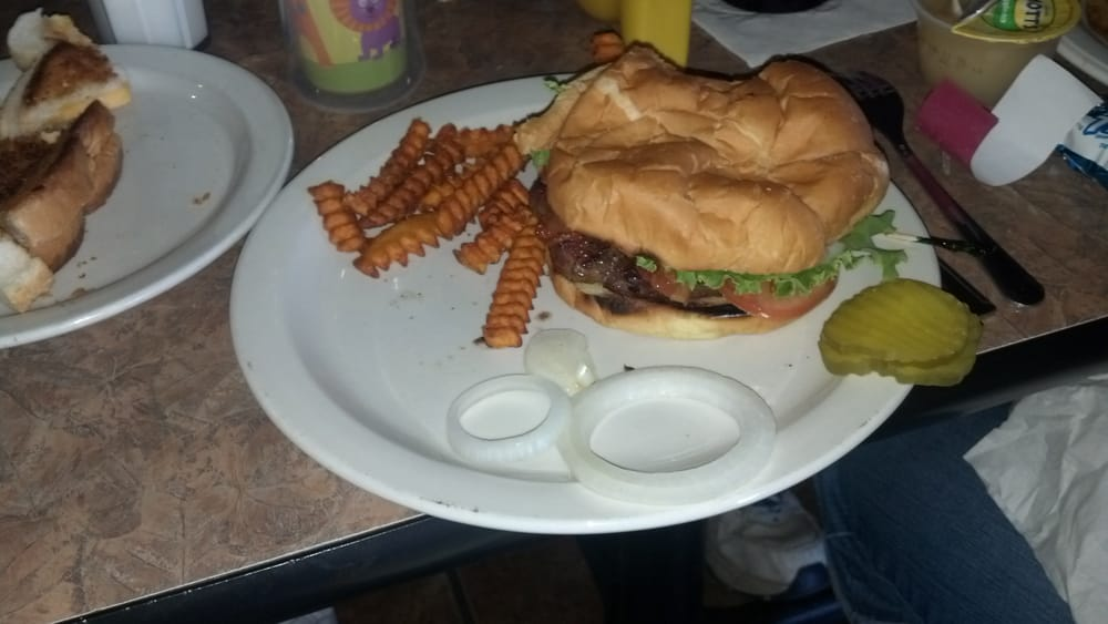The Knotty Pine Bar & Grill: 12 Central Ave N, Elbow Lake, MN