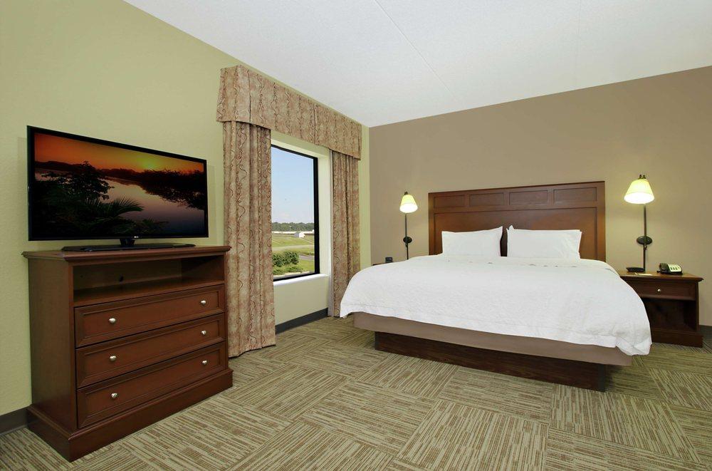 Hampton Inn & Suites Murray: 1415 Lowes Dr, Murray, KY