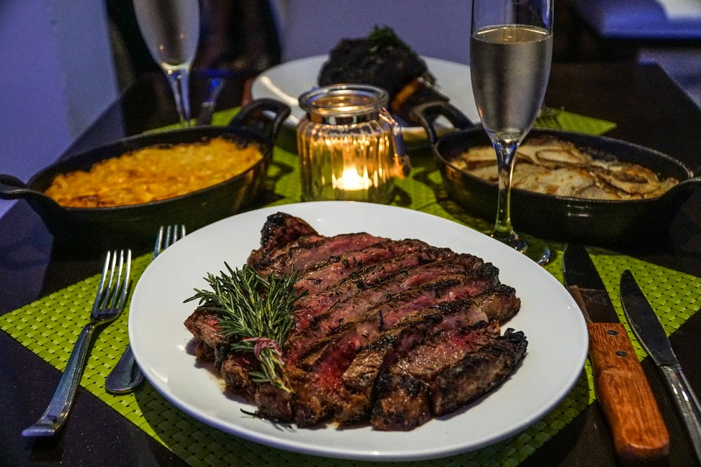 Zest Grill Room: 2 Calle Jose M. Tartak, Carolina, PR