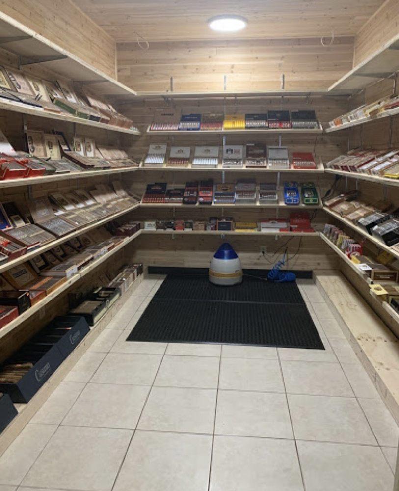 Royal Smokes: 404 W Bagley Rd, Berea, OH