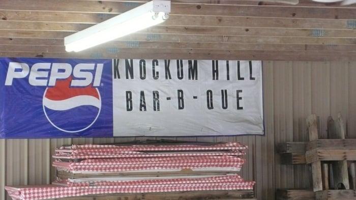 Knockum Hill Bar-B-Q: Hwy 107, Herndon, KY