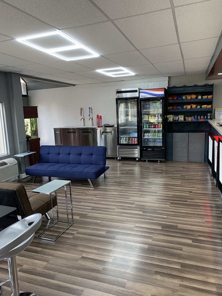 LX Hotel BY ACW Circle: 201 Murfreesboro Hwy, Manchester, TN