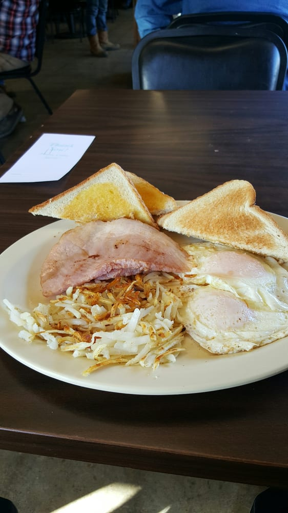 Miss Mollie's Diner: 210 W San Antonio St, Alto, TX