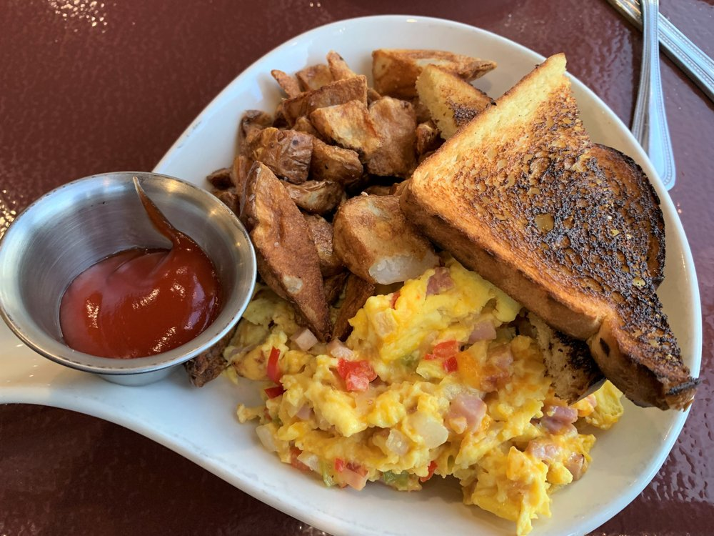 Snowgoose Grille: 3 Going-to-the-Sun Rd, Saint Mary, MT