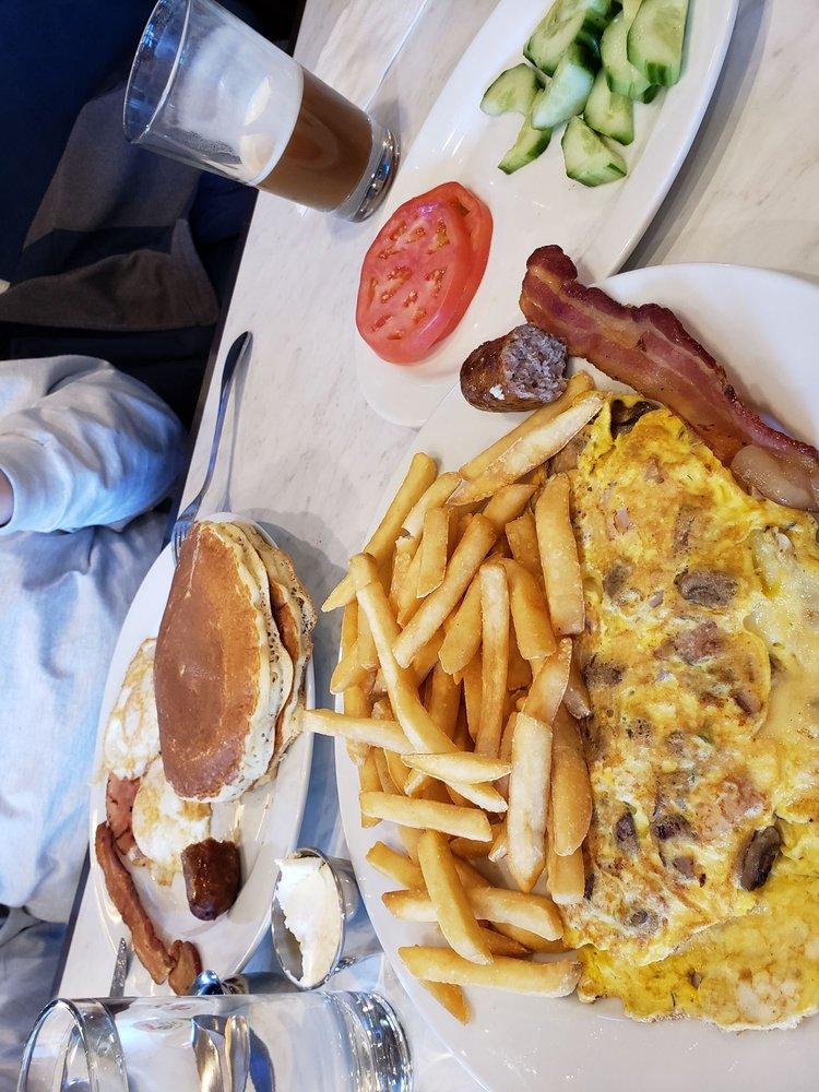 Neptune Diner: 35-01 Bell Blvd, Bayside, NY