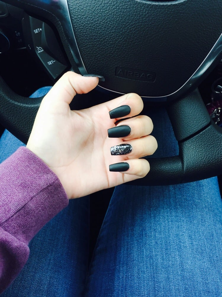 full set black coffin nails matte coat glitter on ring