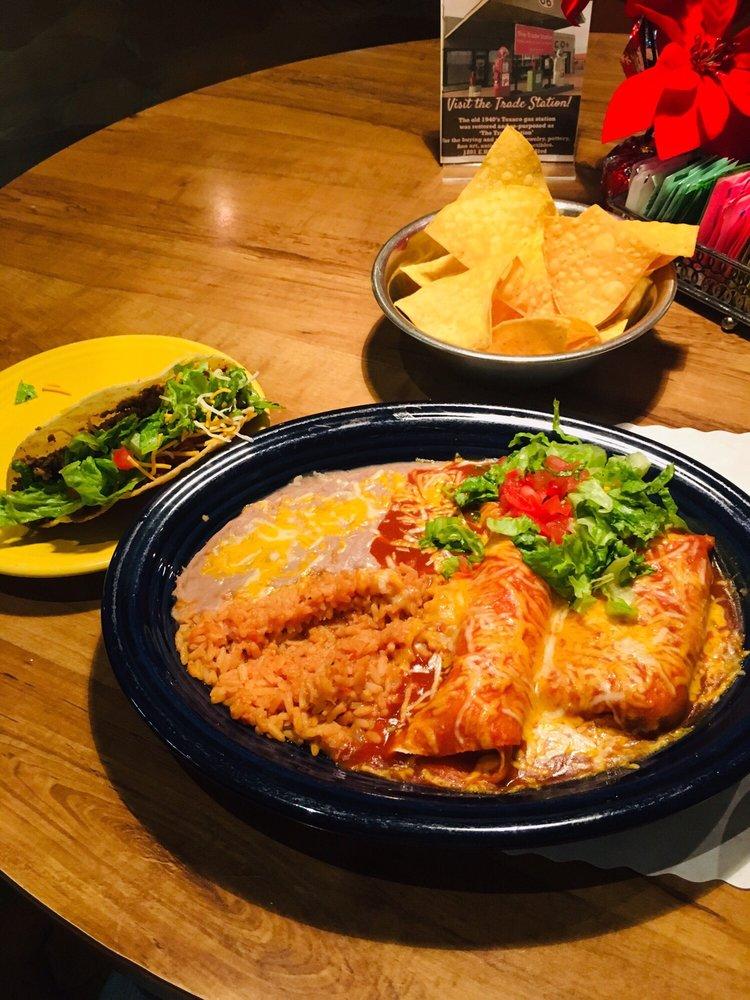Del's Restaurant: 1202 E Rt 66 Blvd, Tucumcari, NM