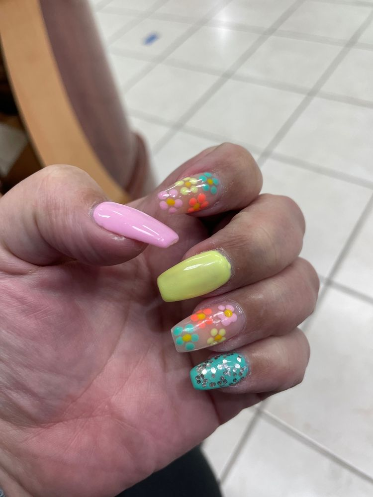 La Dea Nails: 1061 US Highway 9, Old Bridge, NJ
