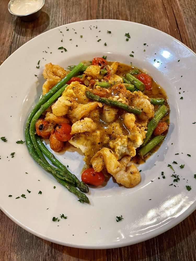 Chef Lance's On Phillips: 431 N Phillips Ave, Sioux Falls, SD