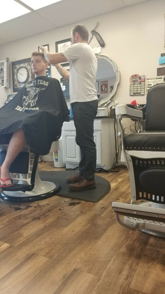 Lawless Barbershop & Shaving Parlor: 221 Crystal Ave, Findlay, OH