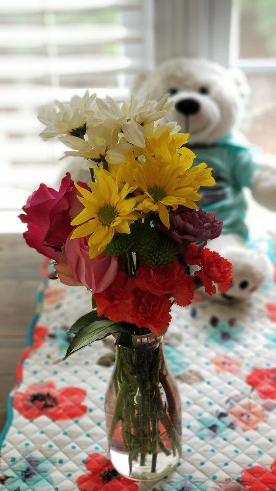 Garriss Flower Shop: 1778 Church St, Appomattox, VA