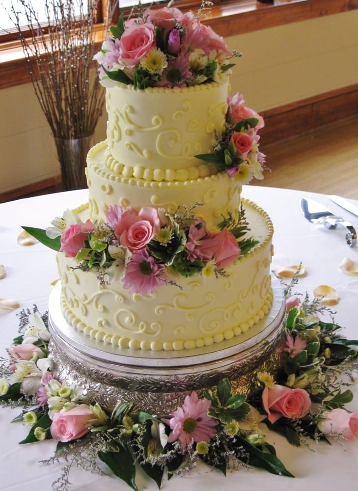 3 tier wedding cakes with fresh flowers pink lavender 3 tier wedding cake with fresh 10329