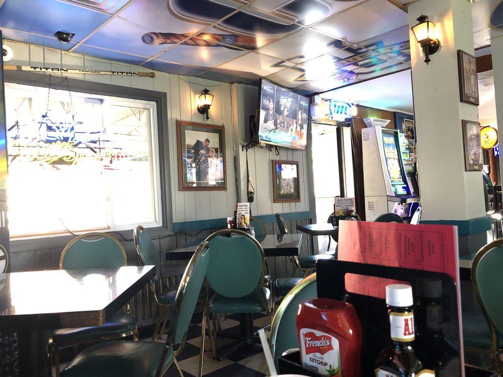 Coach's Pub'n'grill: 5356 S 13th St, Milwaukee, WI