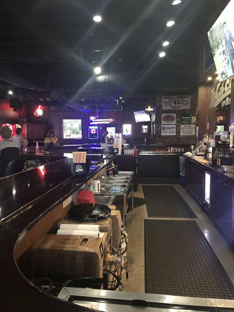 White Oak Tavern: 46 White Ct, Canton, IL