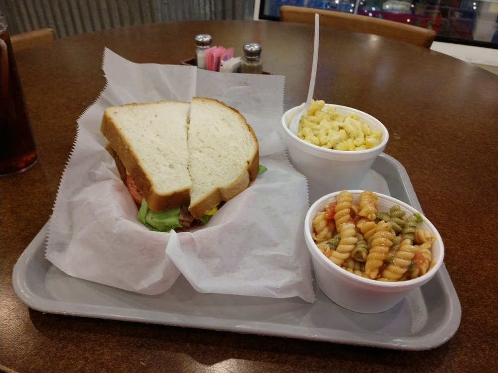 Dagwoods Cafe: 535 W High Ave, New Philadelphia, OH