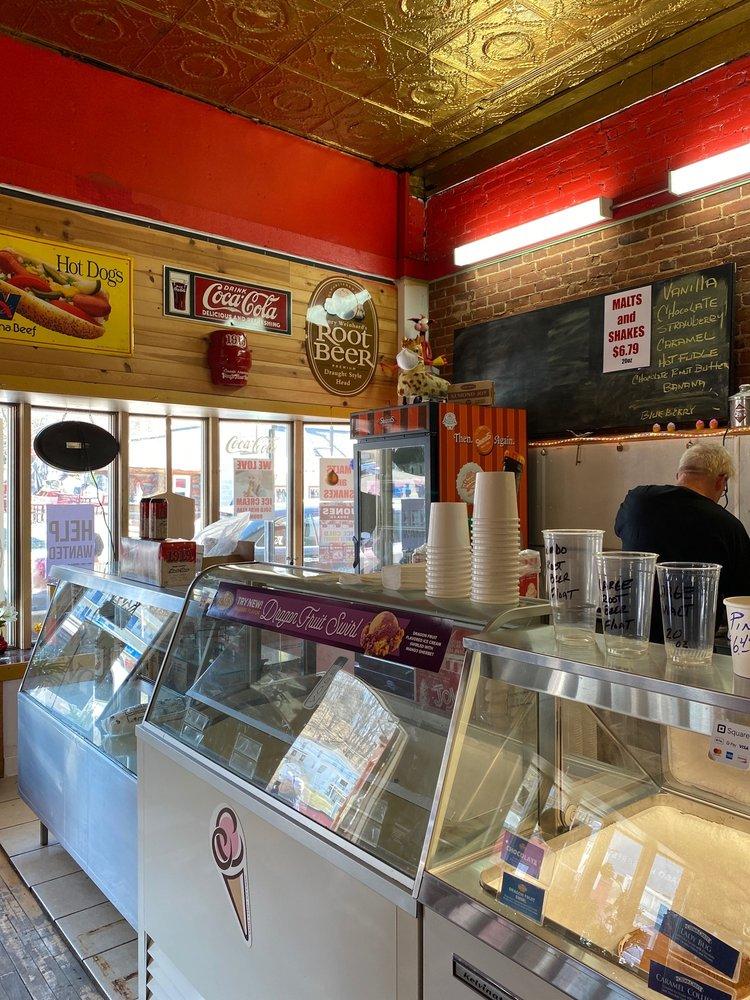 Schooneys Malt Shop And Pizzeria: 384 Bench St, Taylors Falls, MN