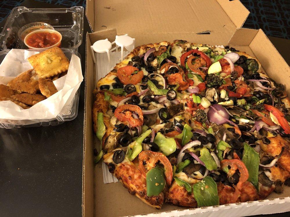 Valley Pizzeria: 551 McCray St, Hollister, CA