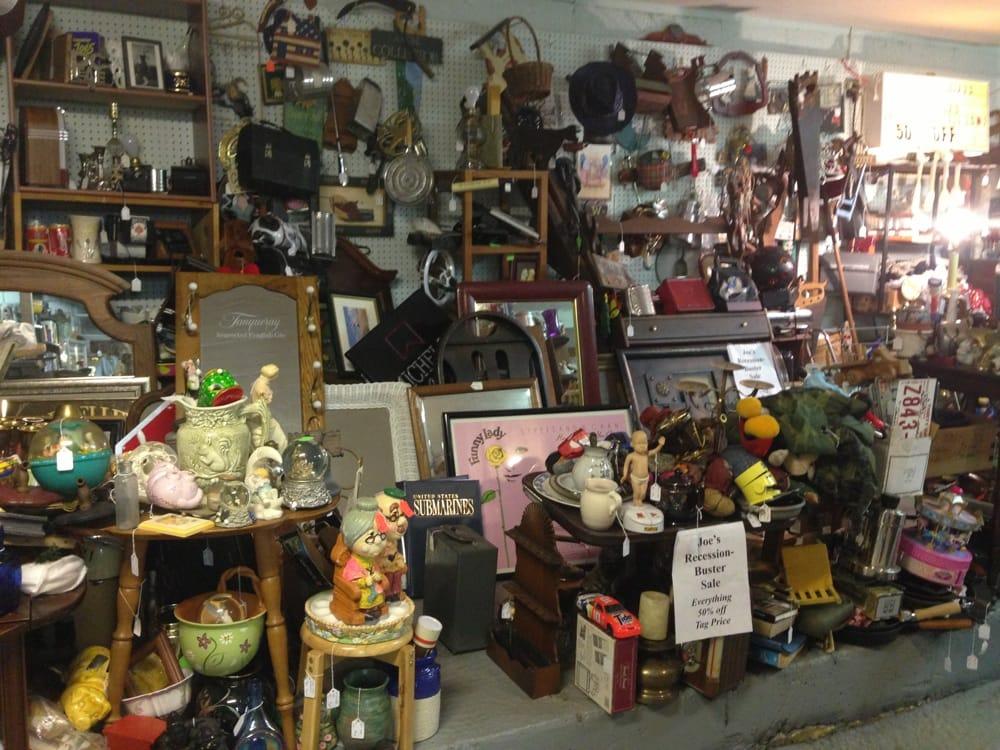 Cedar Run Antique Center: 9219 Elk Run Rd, Catlett, VA