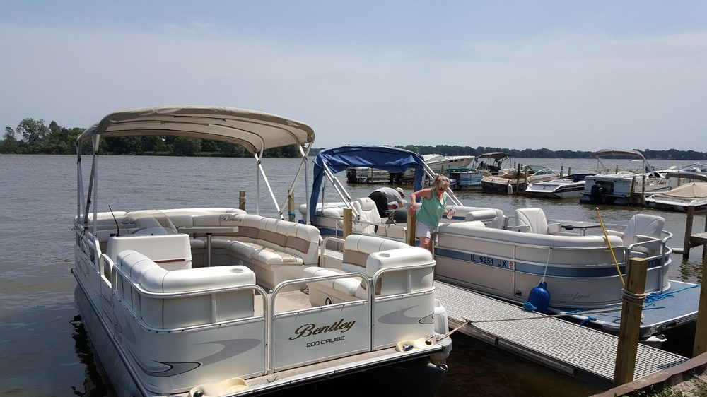 Chain O'Lakes Boat Rentals - Pontoon Boat Rental: 26050 W Riverview Pl, Antioch, IL