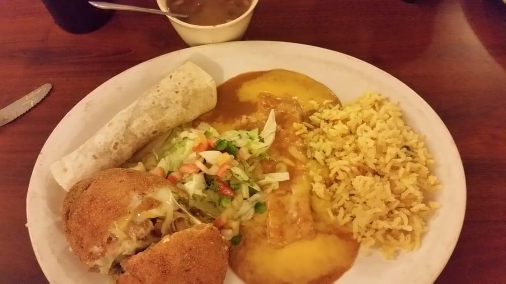 Rancho Los Vega Mexican Restaurant & Bar: 864 E Hill St, Bellville, TX