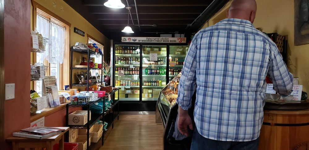 Edelweiss Cheese Shop: 529 1st St, New Glarus, WI