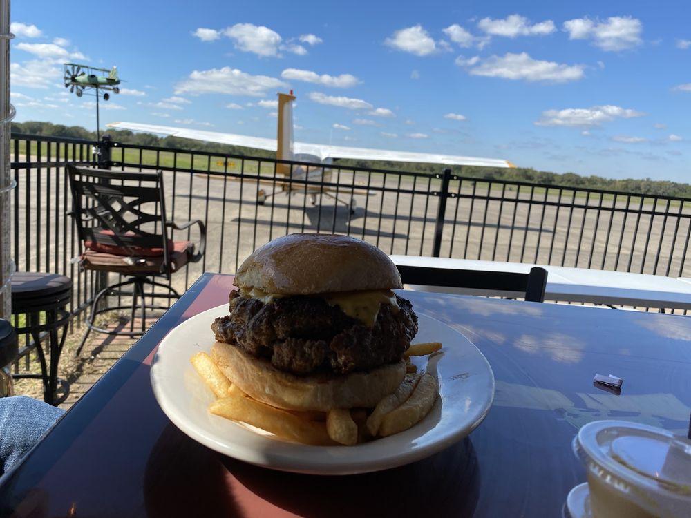 Runway Cafe: 7915 Airport Rd, Angleton, TX