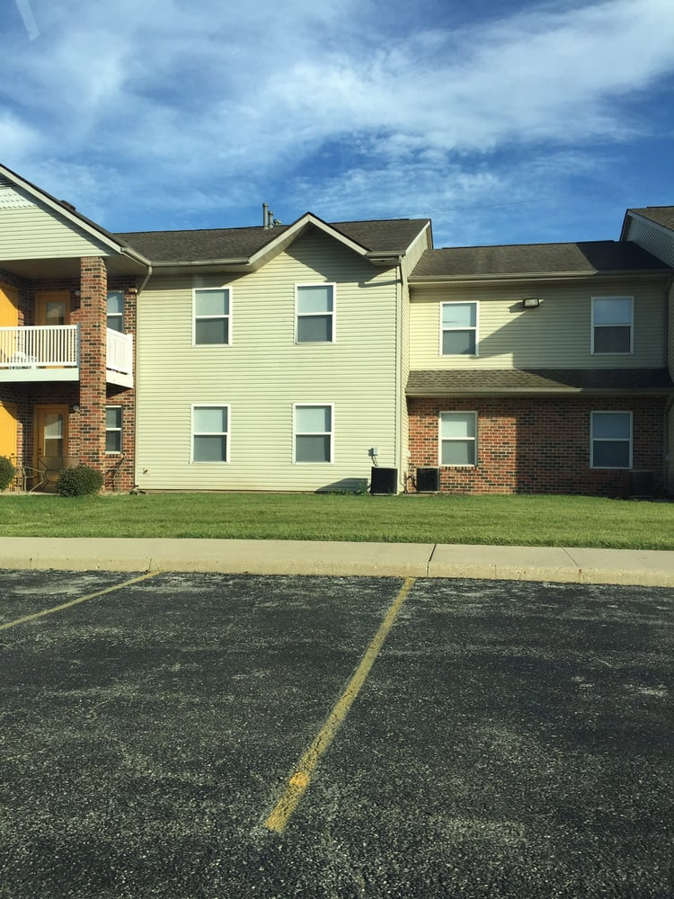Hunter's Run Apartment: 717 E Hunters Run Dr, Marion, IN