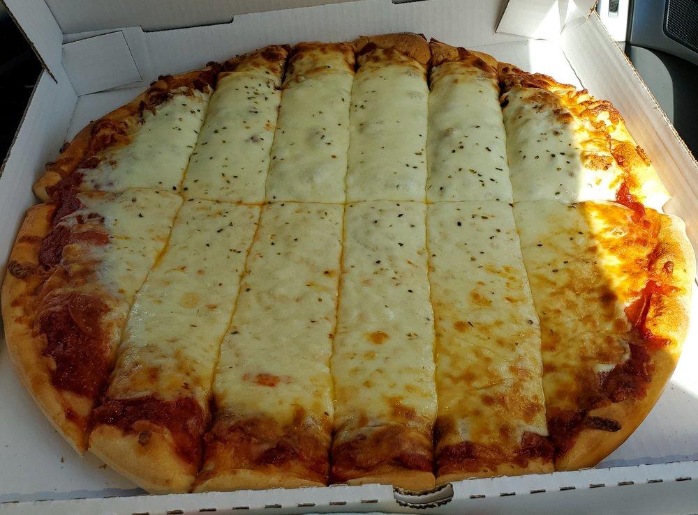 Sluggers Pizza: 637 1st St, Silvis, IL