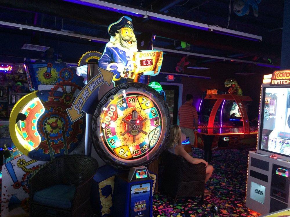 Bananas Mini Golf And Arcade: 2251 E Pass Rd, Gulfport, MS