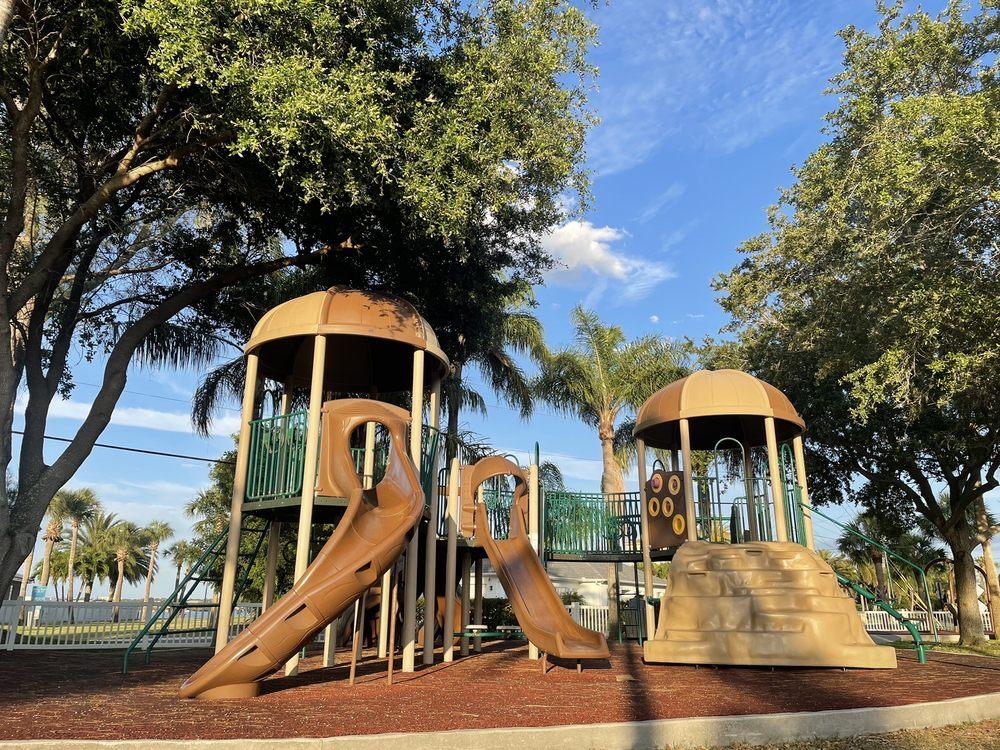 Brown Park: Bay Blvd, Indian Rocks Beach, FL