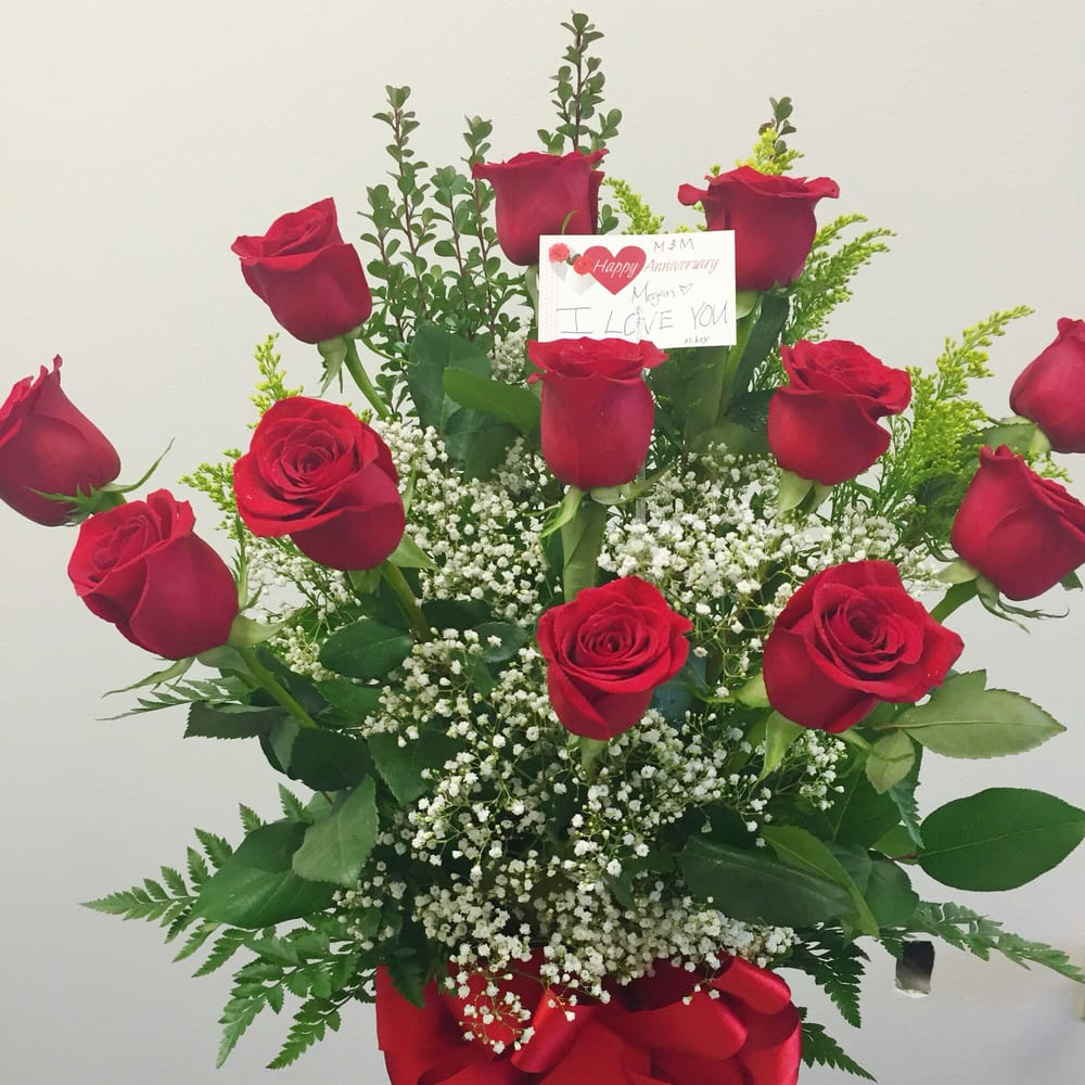The BIGGEST bouquet I\'ve ever seen! Beautiful roses! - Yelp