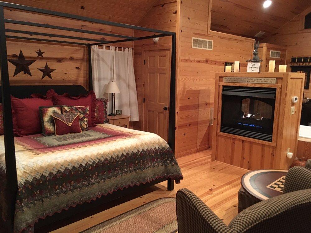 Starlite Cabin Getaway: 11565 State Rte 124, Hillsboro, OH