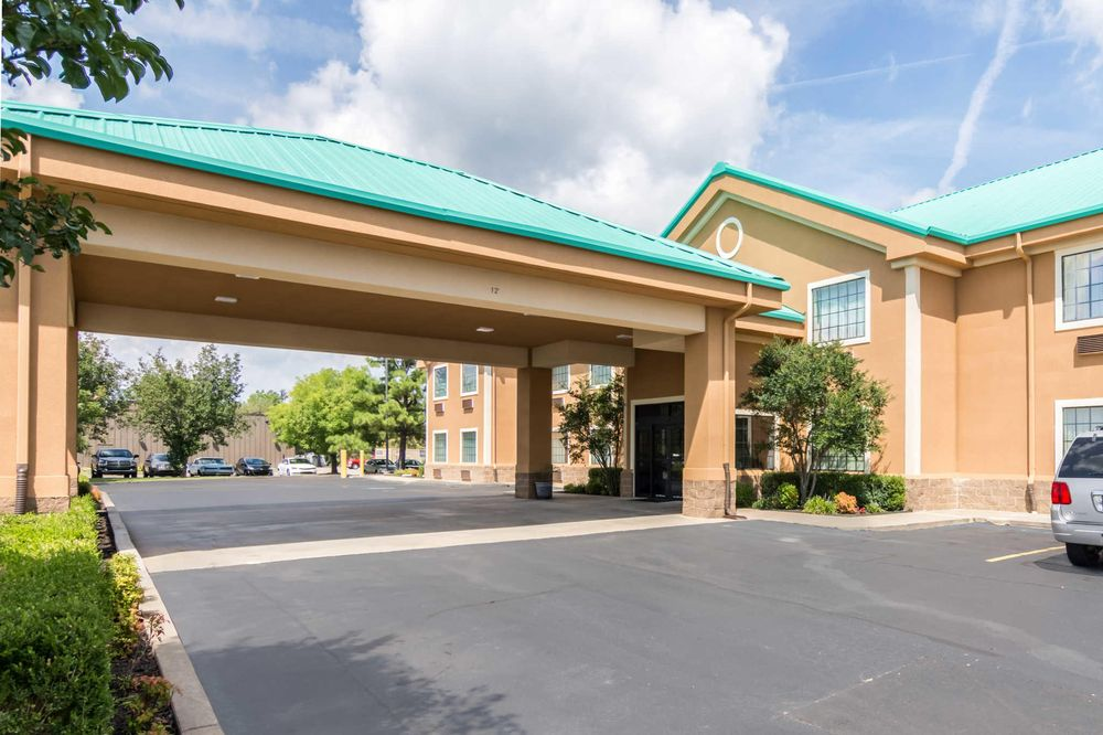 Quality Inn & Suites: 439 US Hwy 71 N, Alma, AR