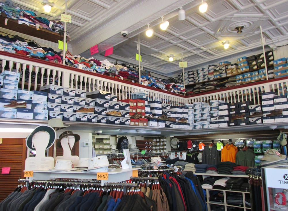 Jansons Clothing: 4 Commercial St, Boothbay Harbor, ME