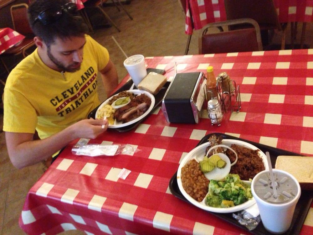 Wrights Bar-B-Q & Catering: 1096 N Main St, Vidor, TX