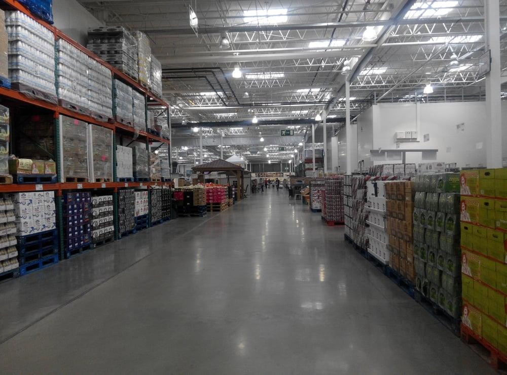 Uno de sus interminables pasillos repletos de productos - Costco wholesale sevilla ...