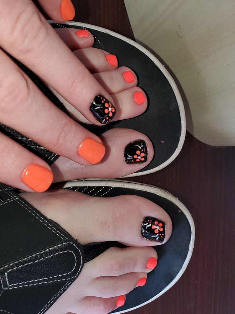 V Nails Spa: 8247 Arbor Square Dr, Mason, OH