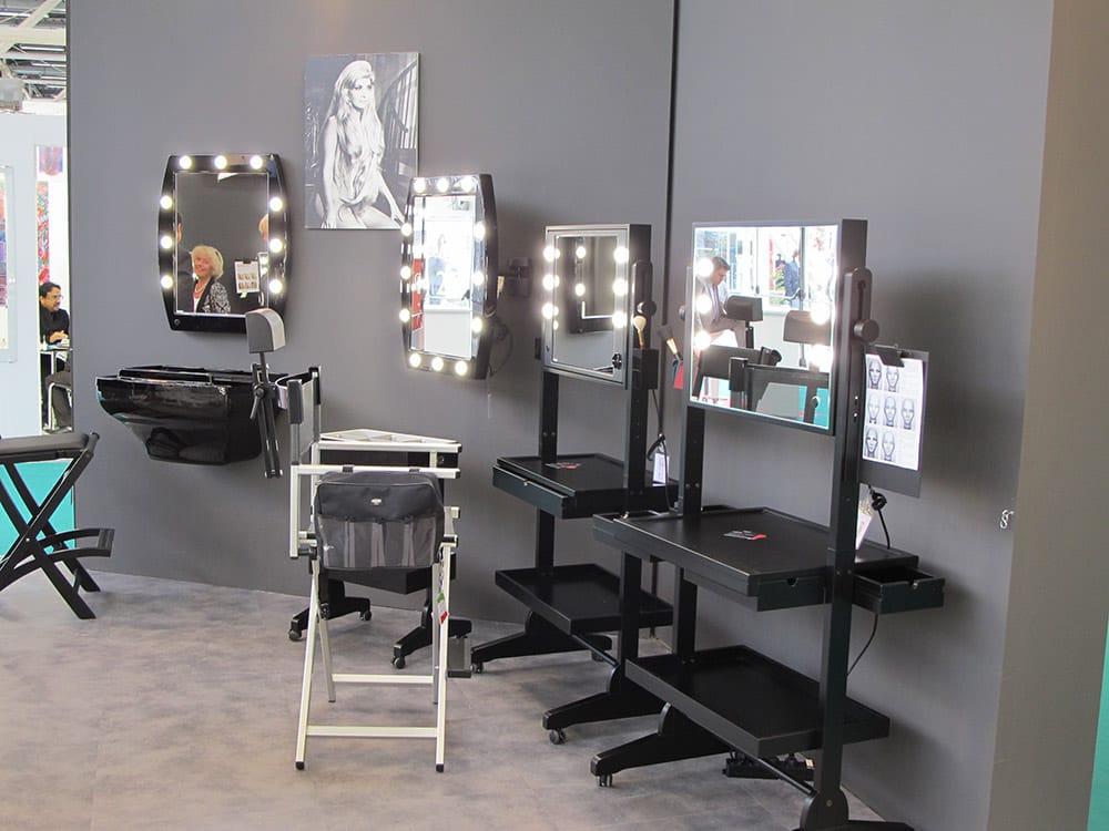 Specchi Professionali Per Trucco.Specchi Trucco Professionali Illuminati Su Ruote Cantoni Yelp