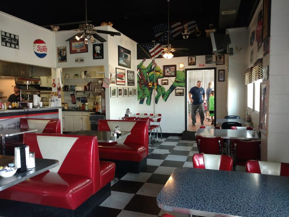 Bates City Cafe: 204 US 40 Hwy, Bates City, MO
