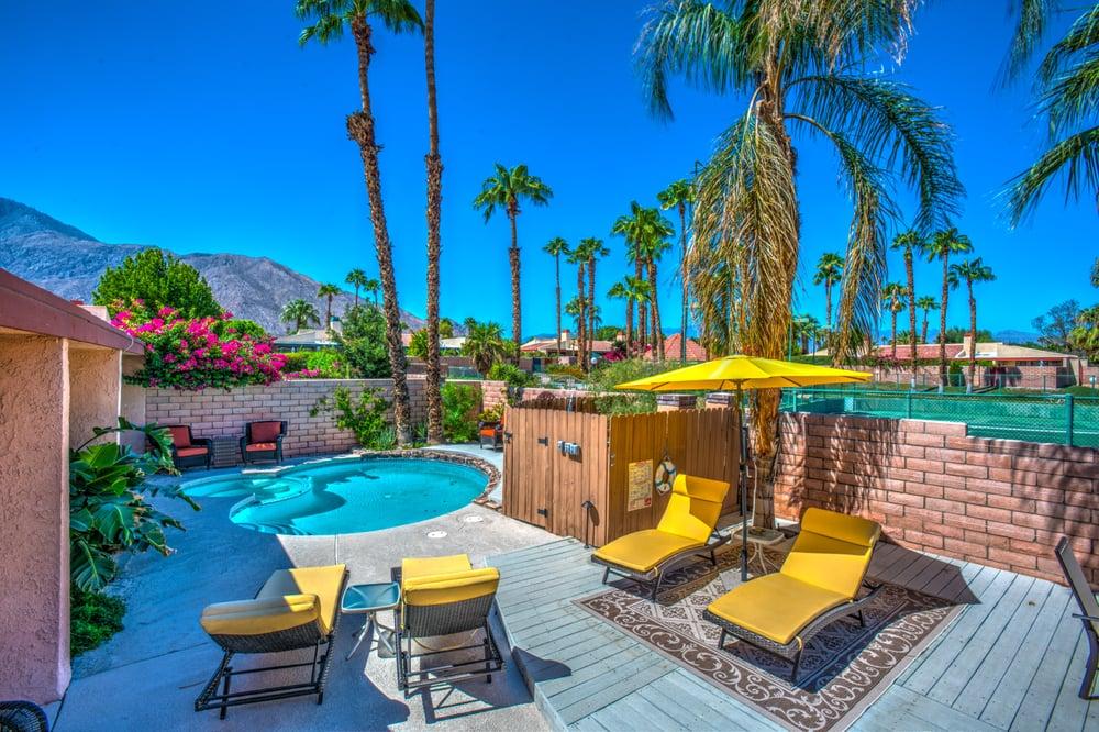 Villa aurora spacious sun deck heated pool spa - Palm springs swimming pool contractors ...